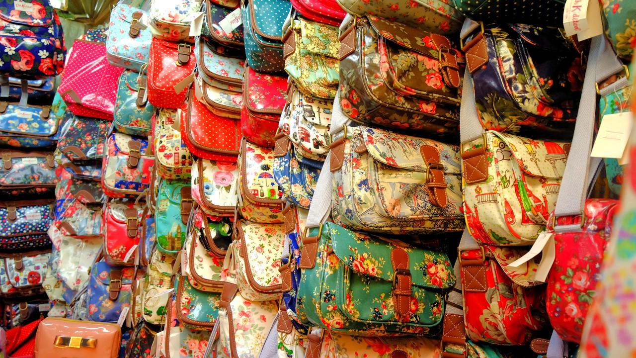 Bersama Kekasih Belanja Ke Petaling Street