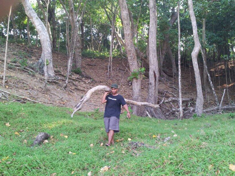 Syukron saat membantu pengembangan ecotourism di Aceh.
