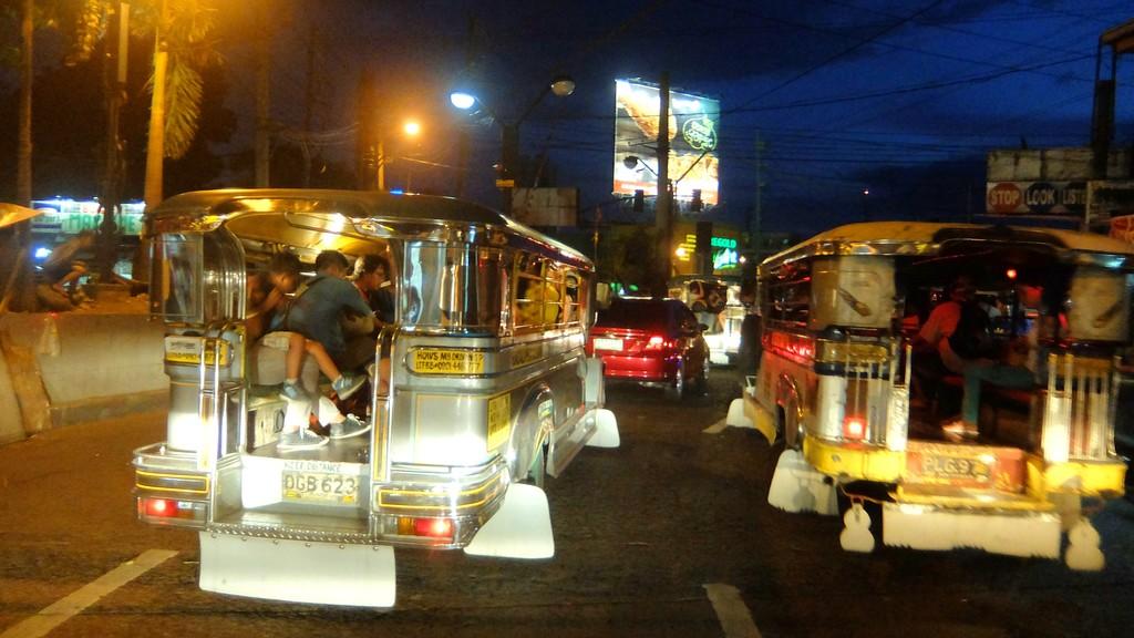 Malam hari di Manila