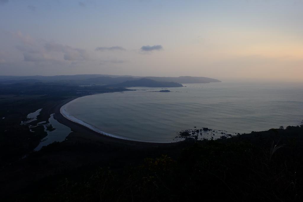 Bentangan Lengkung Pantai Palangpang