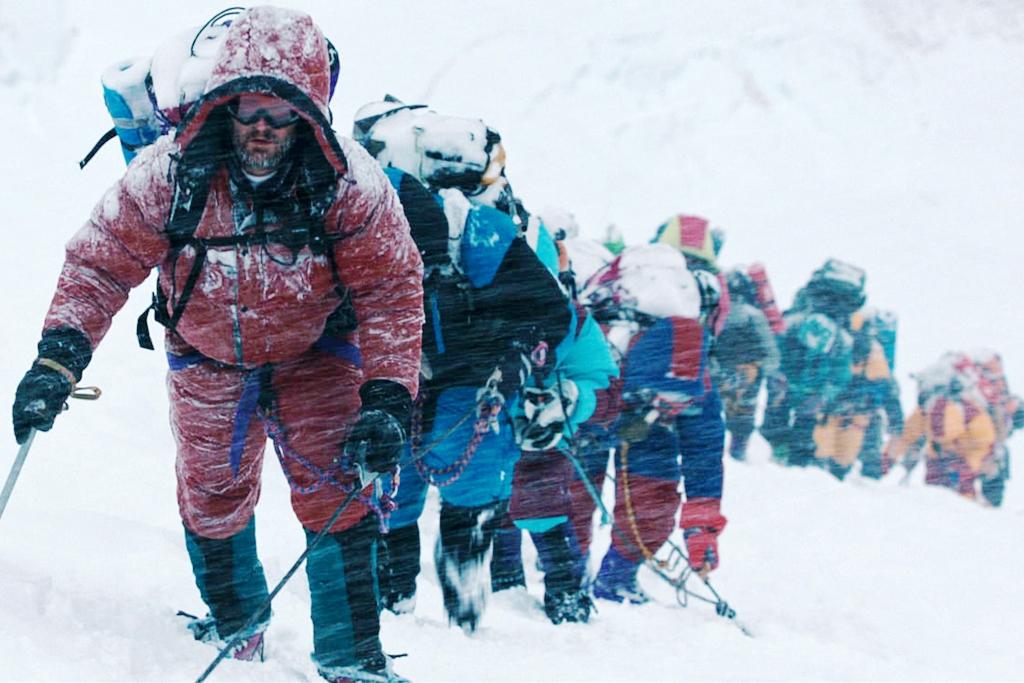 Salah satu scene ketika Rob Hall memimpin pendakian di Film Everest. source : mmc-news.com