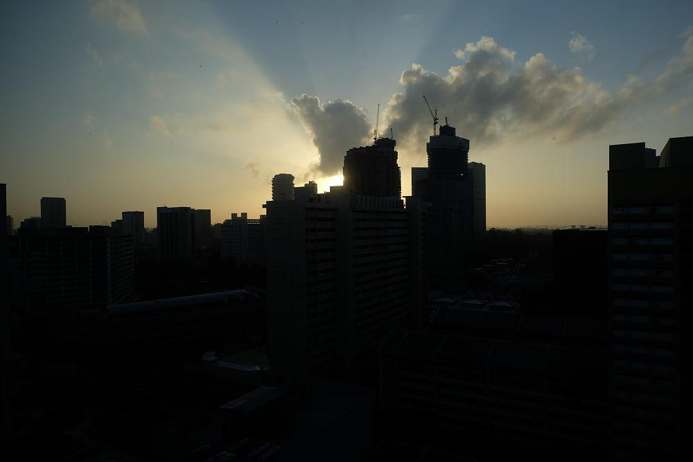 Sunrise dari kamar hotel