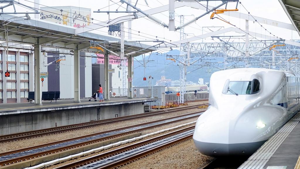 Shinkansen di Stasiun Himeji