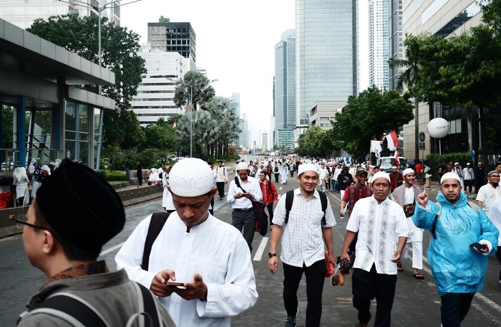 Umat muslim menuju Monas