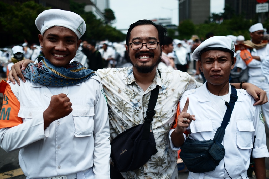Foto bersama anggota FPI yang mengamankan aksi