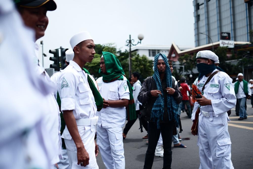 Anggota FPI yang mengamankan aksi